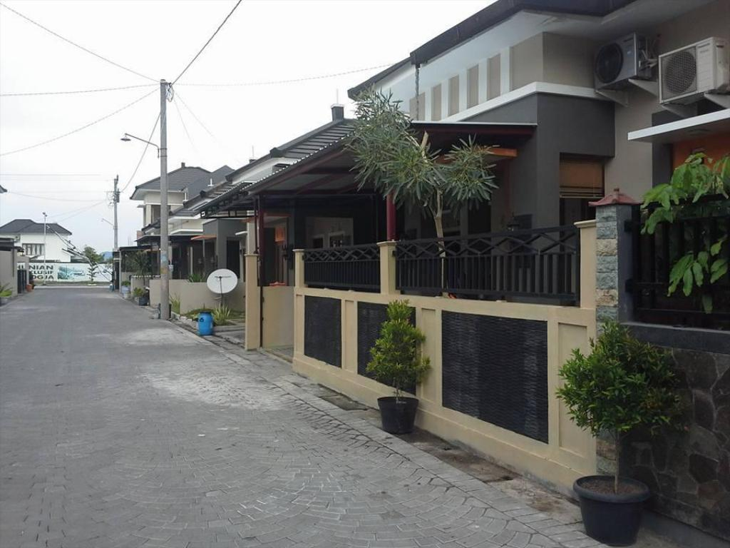 More about Kadirojo Homestay