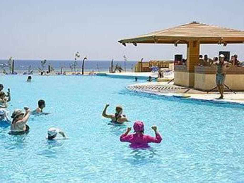 בריכת שחיה The Three Corners Fayrouz Plaza Beach Resort