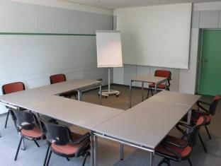 Meeting room(s)