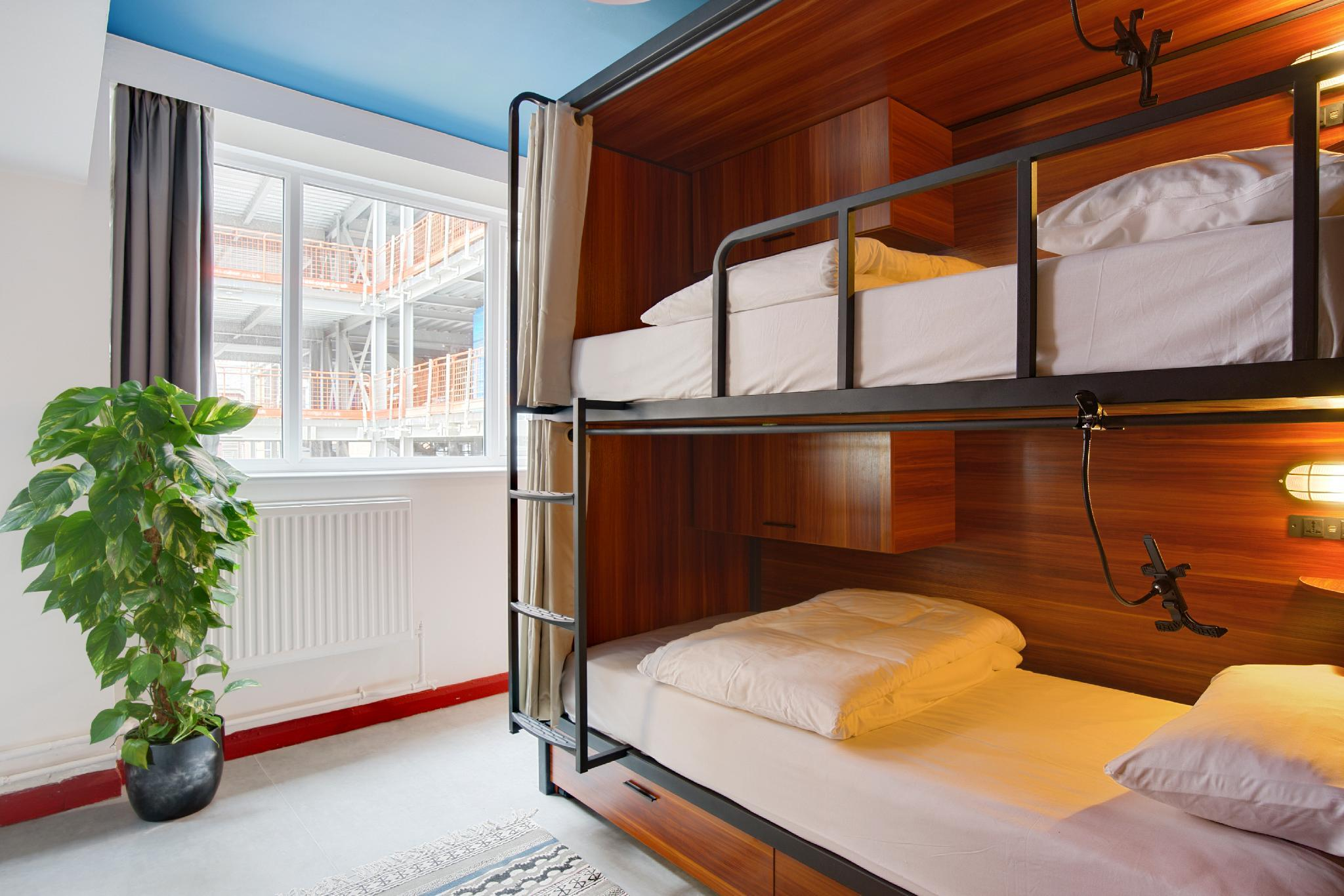 1 Bed in 6-Bed Dormitory Room