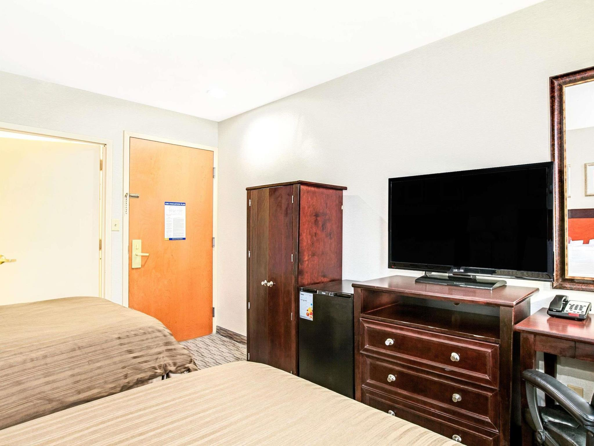 More About Days Inn By Wyndham Long Island City