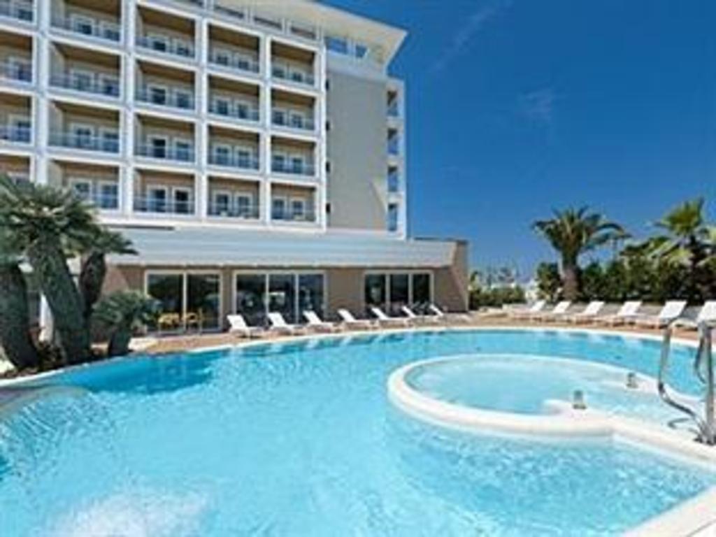 Hotel ambasciatori riccione affari imbattibili su - Bagno 99 riccione ...