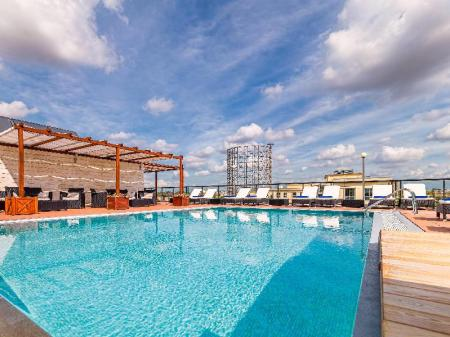Swimming pool [outdoor] H10 Roma Citta Hotel
