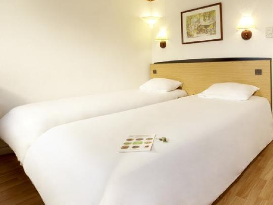 3 Single Beds for 3 persons