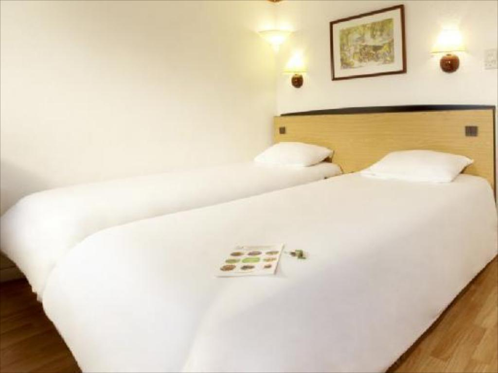 3 Single Beds for 3 persons - Bed Hotel Campanile Barcelona - Barbera del Valles