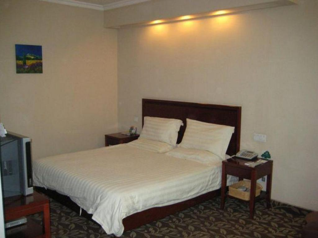 King Bed - Bed GreenTree Inn Hangzhou Tonglu High Speed Railway Station Business Hotel