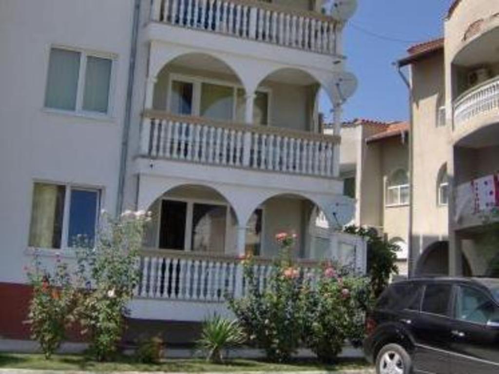 布拉沃公寓酒店Bravo Apartments