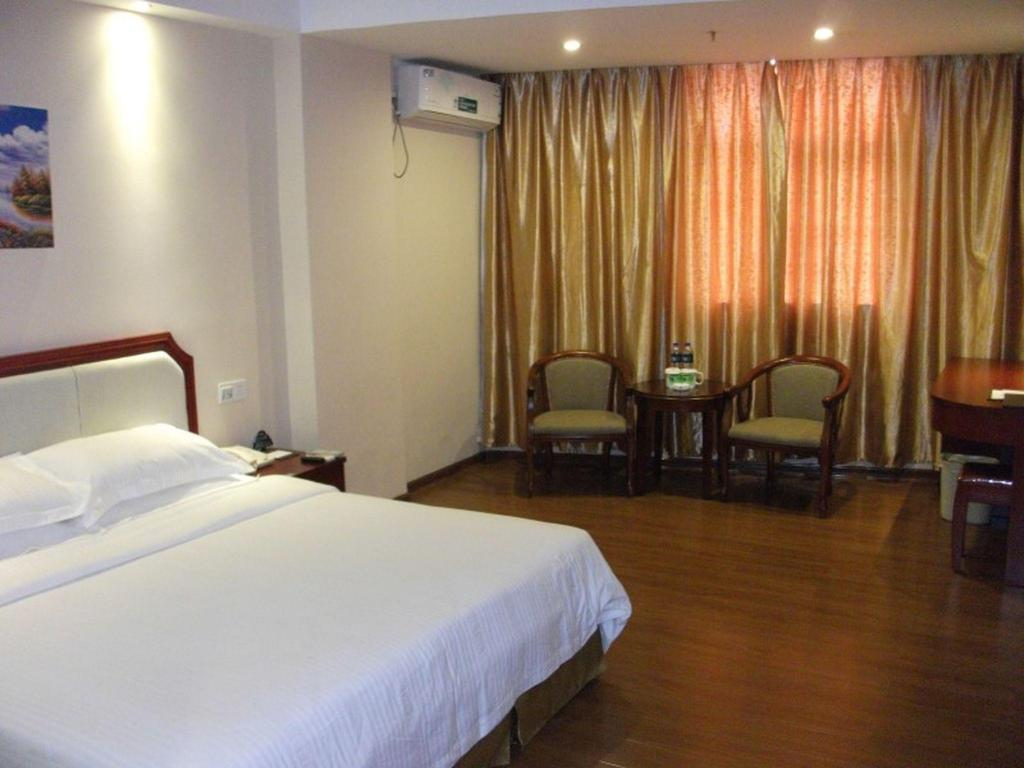 King Room - Guestroom GreenTree Inn Guangdong Chaozhou Chao'an Bus Station Chaoshan Road Express Hotel