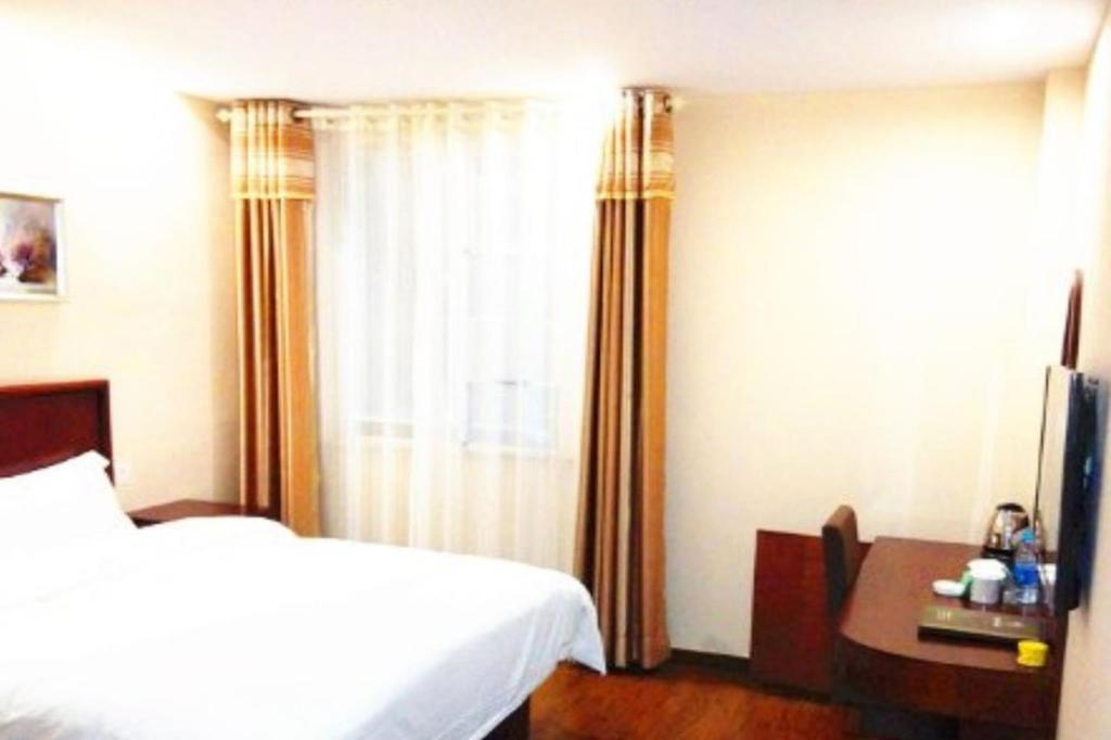 Queen Room - Guestroom GreenTree Inn Jiangsu Wuxi New District High Speed Rail Station Newland Family Express Hotel