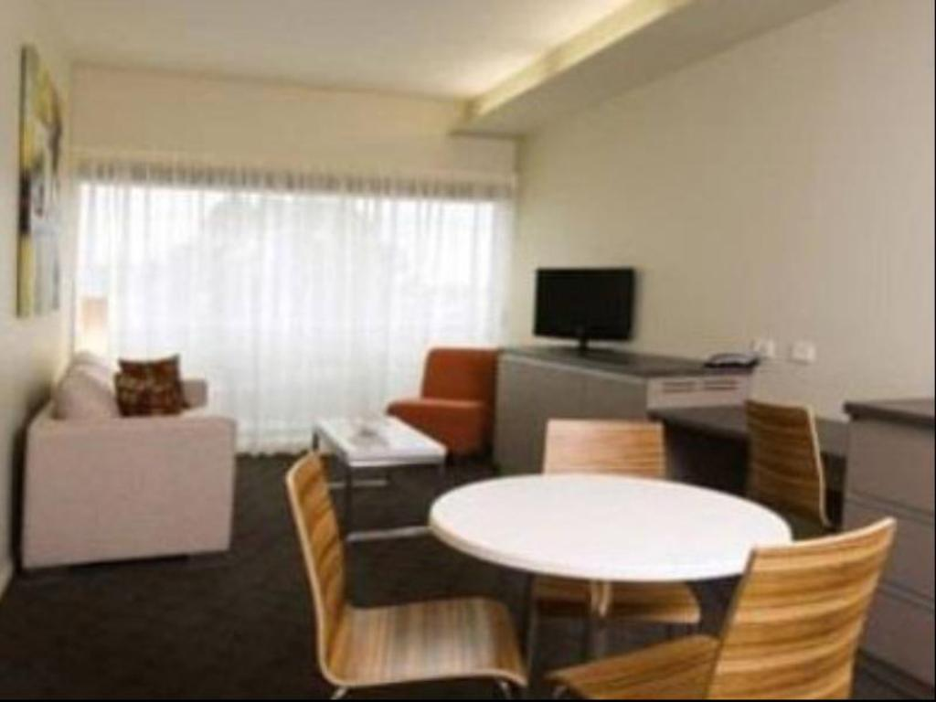 travelodge hotel hobart airport in australia room deals. Black Bedroom Furniture Sets. Home Design Ideas