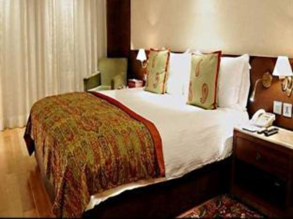 Deluxe First Floor King Bed The Lalit Grand Palace Srinagar Hotel