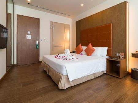 Deluxe Room - View On 8 Sukhumvit Nana Bangkok by Compass Hospitality