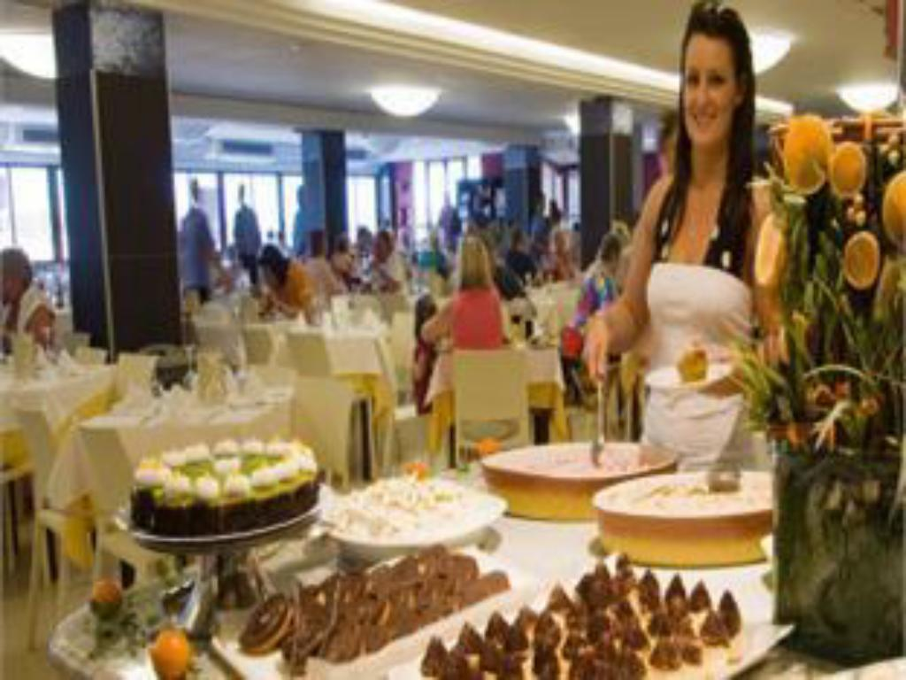 Buffet Golden Donaire Beach
