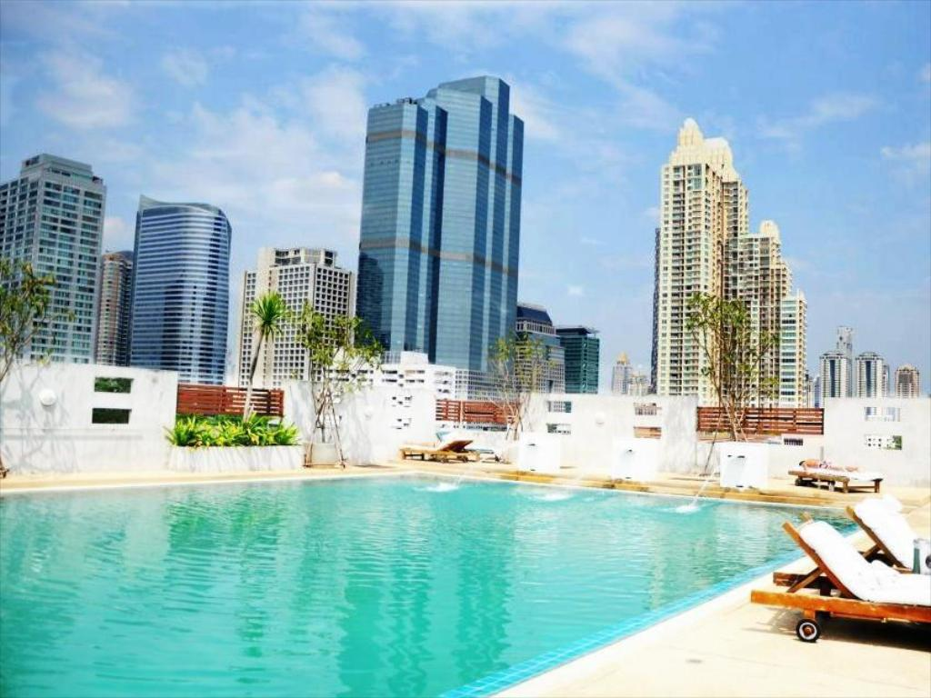 Swimming pool Sathorn Grace Serviced Residence