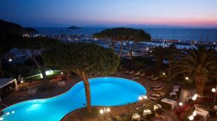 Baglioni Resort Cala del Porto – The Leading Hotels of the World