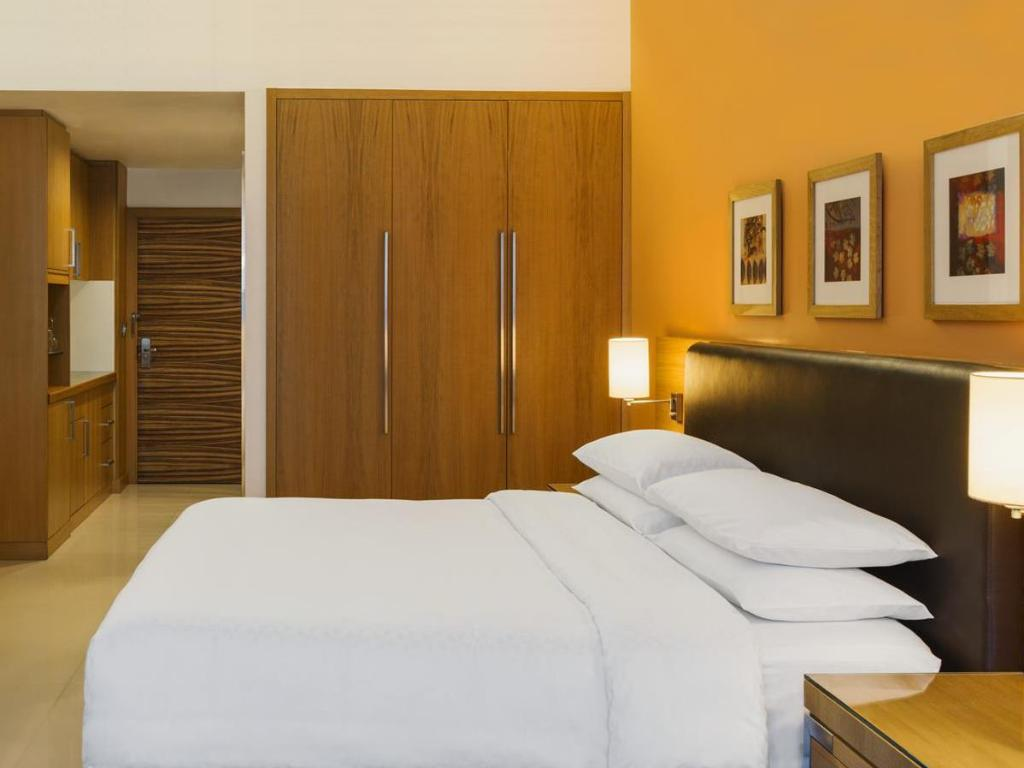 Classic Rooms - Bed Four Points by Sheraton Downtown Dubai