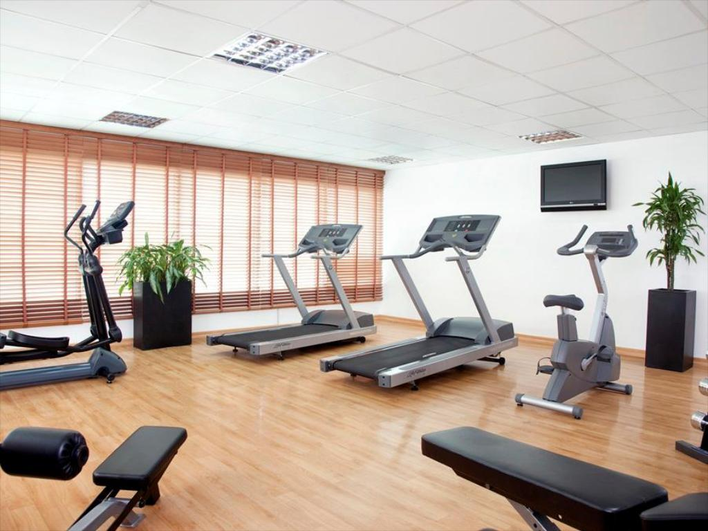 fitness centrum Holiday Inn Express Dubai Safa Park
