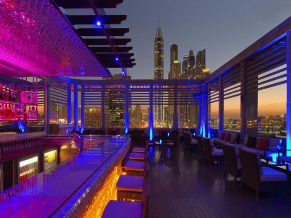 Best price on radisson blu hotel dubai media city in for Hotels in dubai city