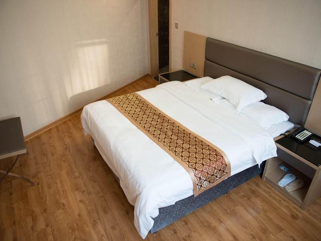 Deluxe Queen Room - Bed GreenTree Inn GuangDong Shantou Jinping District Leshan Road Business Hotel