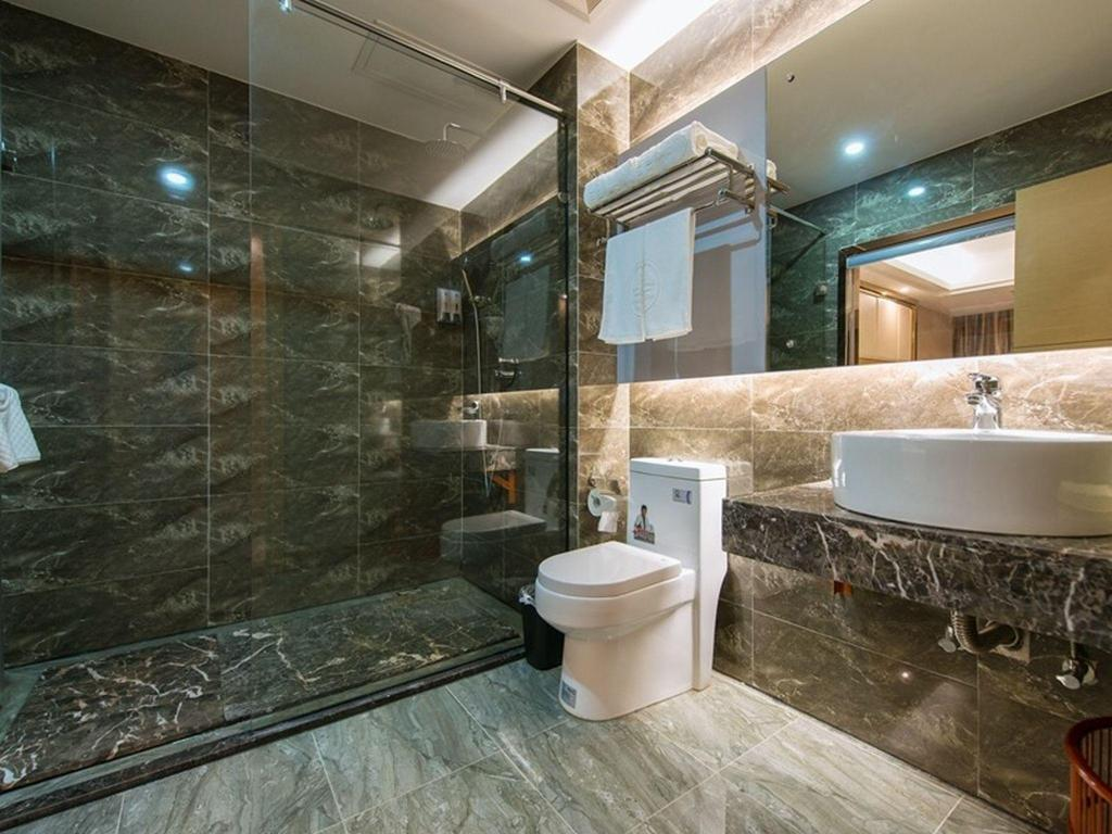 Bathroom GreenTree Inn GuangDong Shantou Jinping District Leshan Road Business Hotel