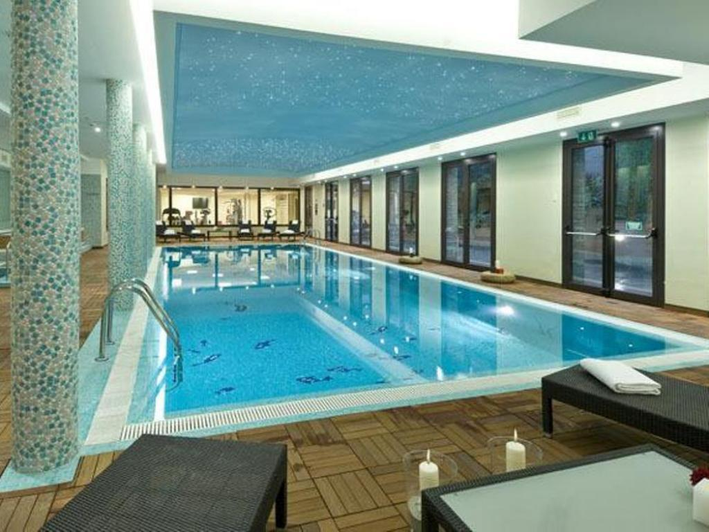 Swimming pool As Hotel Cambiago