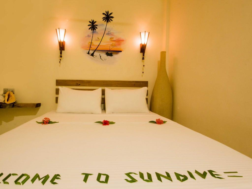Deluxe Room (2 Persons) - Bed Sundive Lodge Maldives