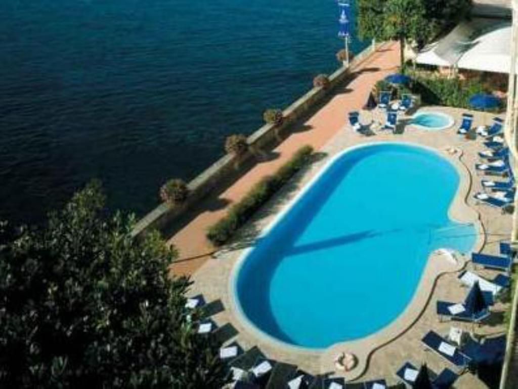 Swimming pool Grand Hotel Gardone
