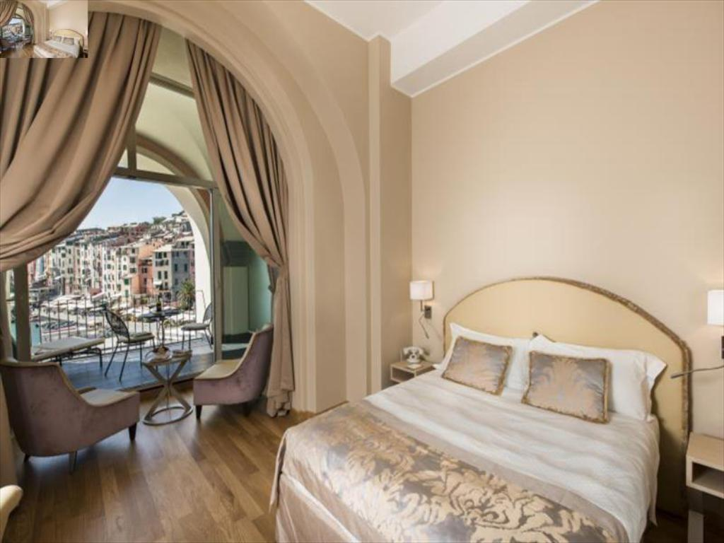 Porto Hotel Rooms With Balcony