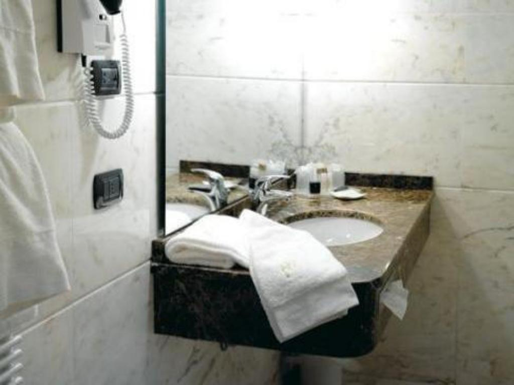 Bathroom Hotel Habitat