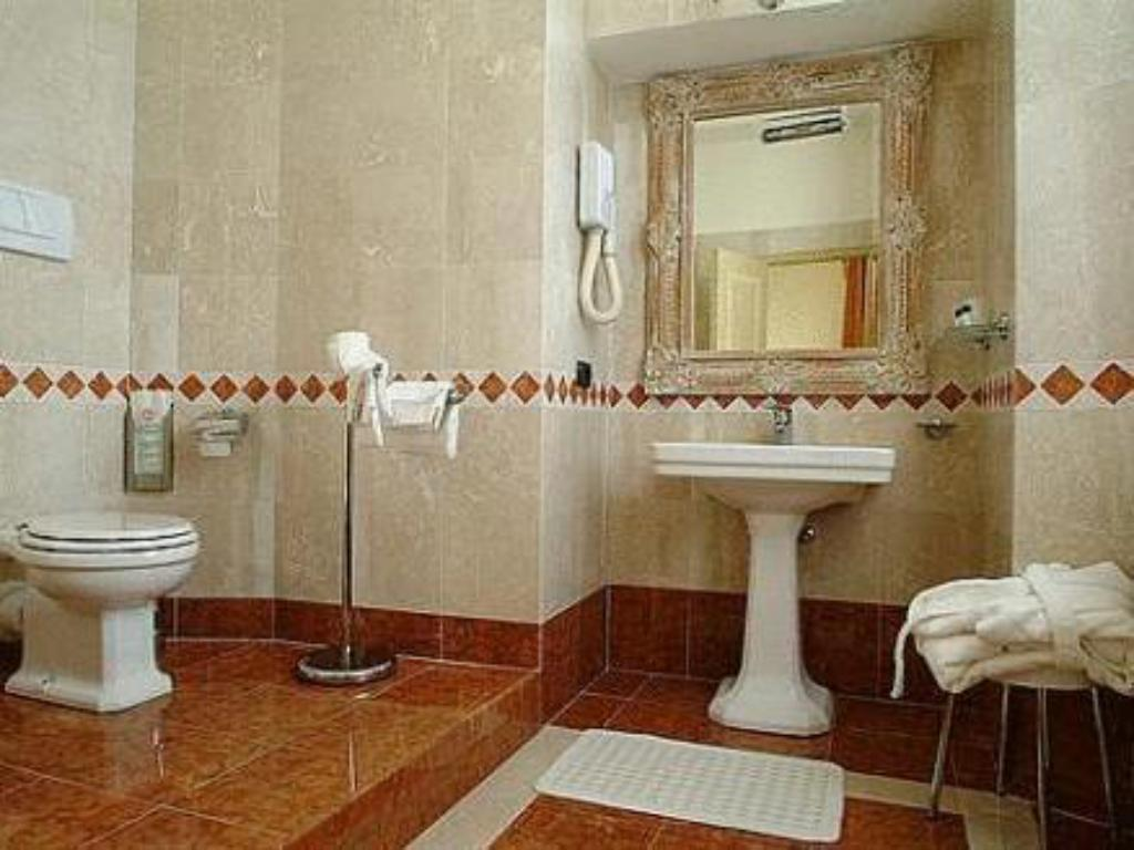 Bathroom Hotel Posta