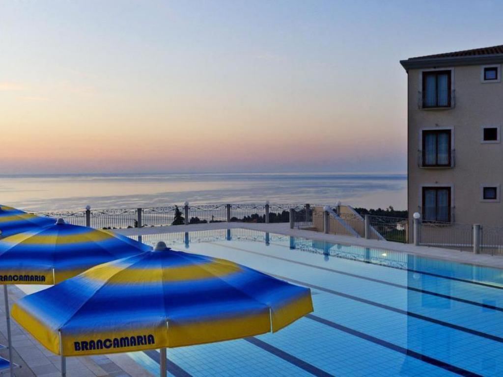 Swimming pool Hotel Brancamaria