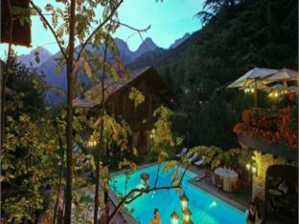مسبح Mont Blanc Hotel Village - Small Luxury Hotels of the World