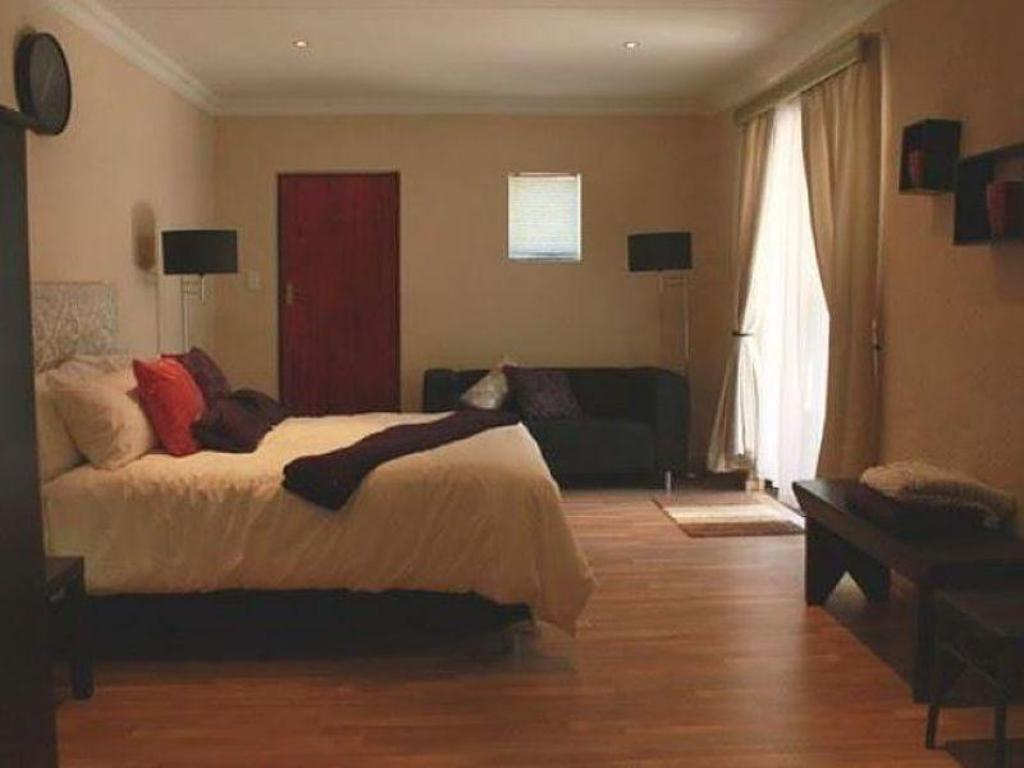 Large Double Room Northcliff Bed and Breakfast