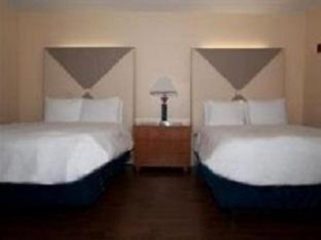 Deluxe Queen Room With Two Beds Bed La Flora Hotel