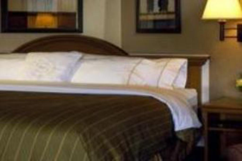 Club King Bed - Bed DoubleTree by Hilton Hotel Burlington Vermont
