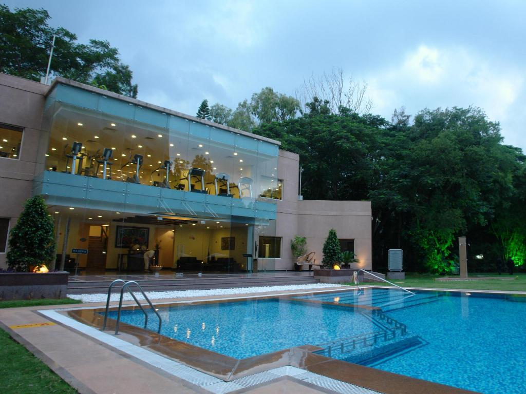 Swimming pool The Lalit Ashok Bangalore Hotel