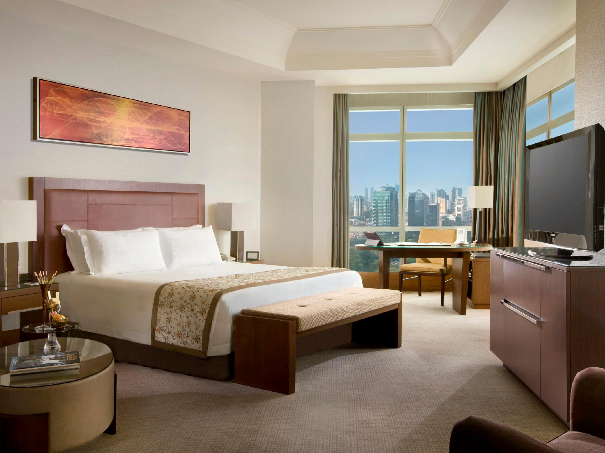 Executive Grand Club, Club level, Larger Guest room, 1 King