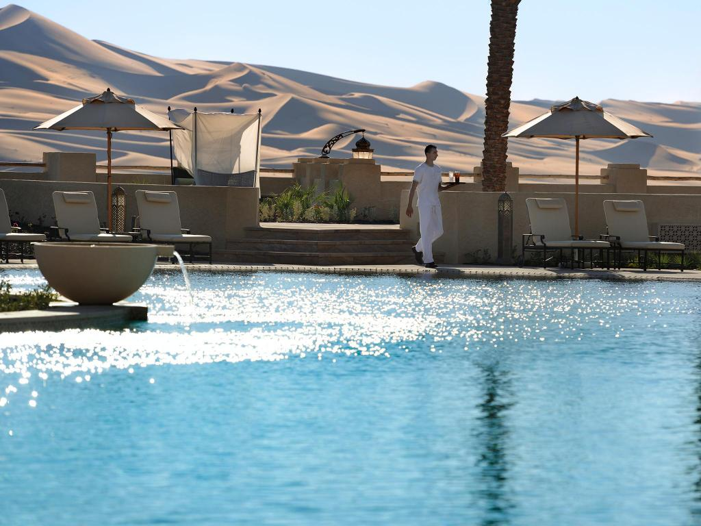 Swimming pool Anantara Qasr al Sarab Desert Resort