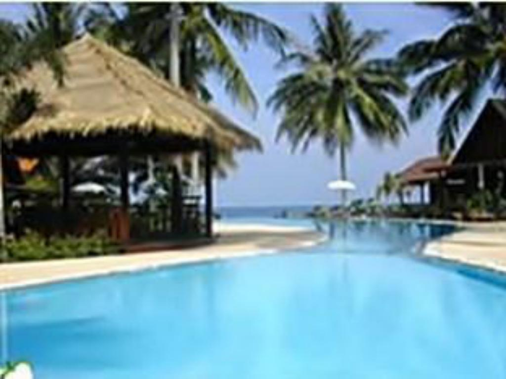 Swimming pool Green Papaya Resort