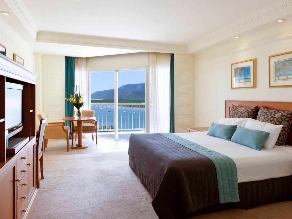 City Mountain View Queen Room Pullman Cairns International