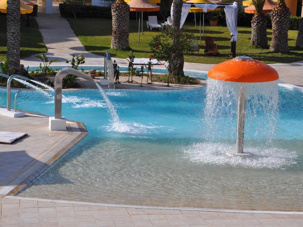 Swimming pool Hotel La Couronne