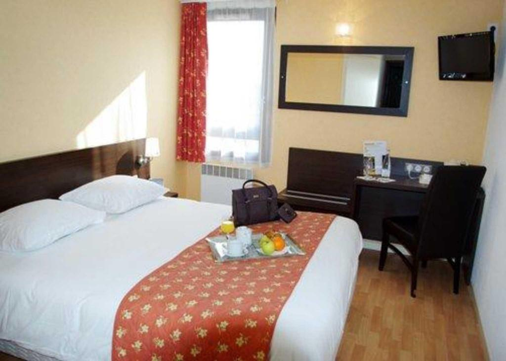 Standard 1 Queen Bed Non Smoking - Guestroom Comfort Hotel Beaune
