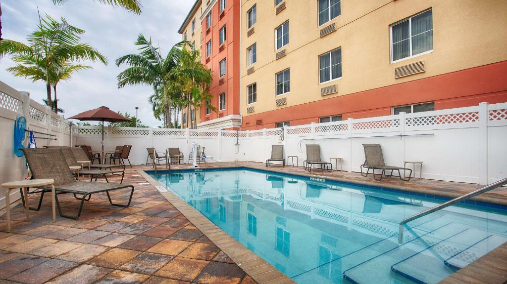 Swimming pool [outdoor] Best Western Plus Fort Lauderdale Airport South Inn and Suites