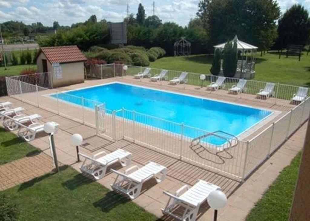Swimming pool [outdoor] Comfort Hotel Beaune