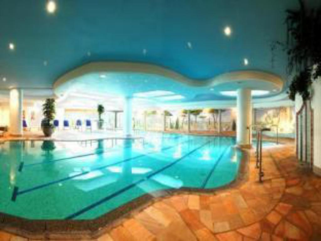 Swimming pool Hotel Ideal Park