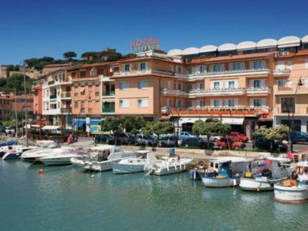 Hotel l 39 approdo in castiglione della pescaia room deals for Hotel castiglione della pescaia