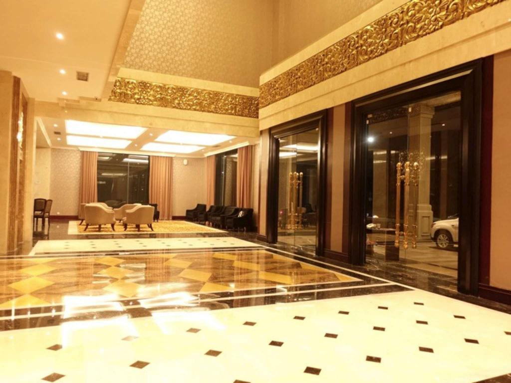 The Grantage Hotel & Sky Lounge in Tangerang - Room Deals