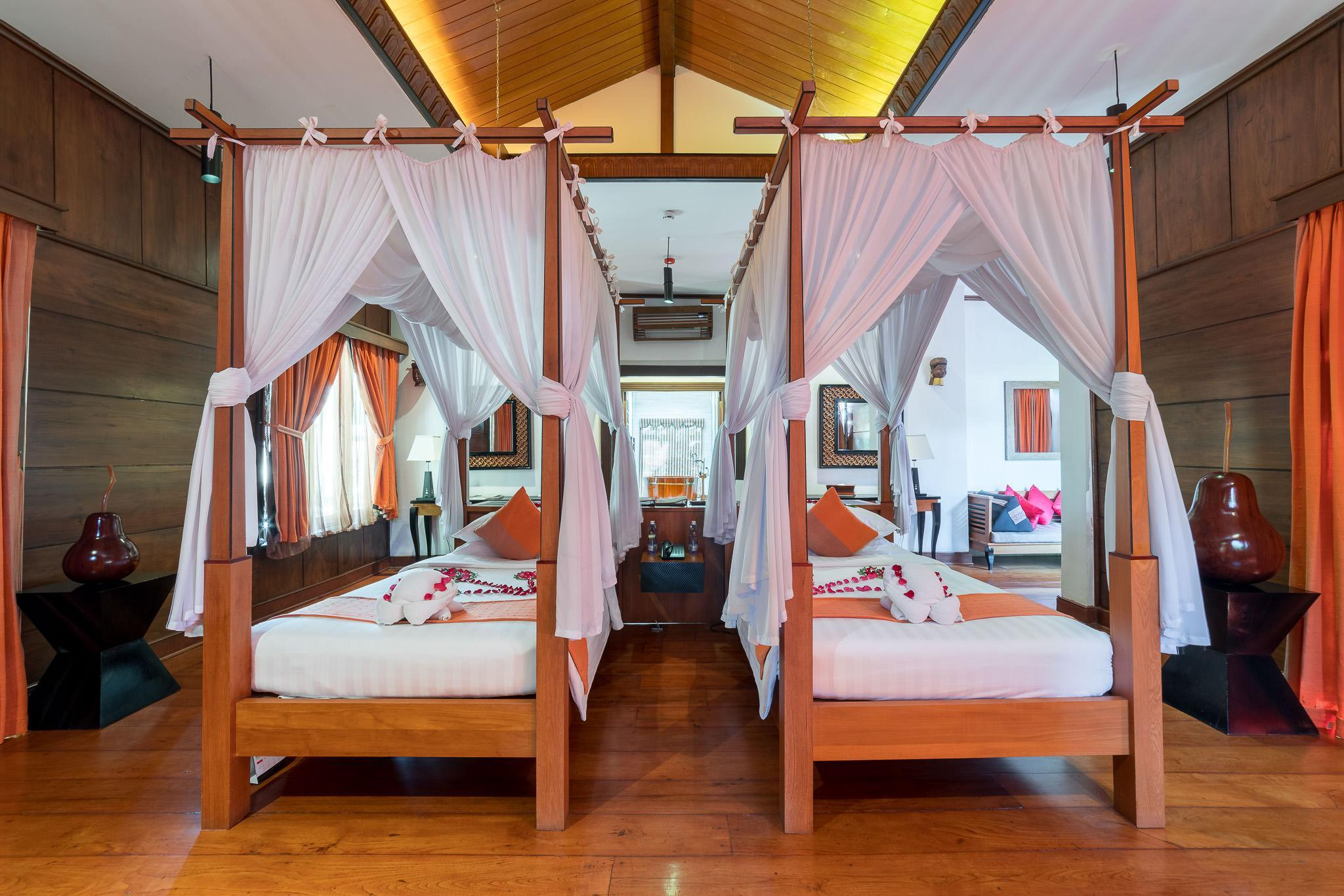 Villa on the Lake with 2 Single Beds - First Row