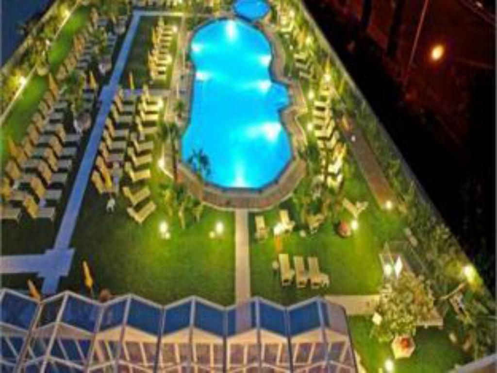 Swimming pool Hotel Savoy Palace - TonelliHotels