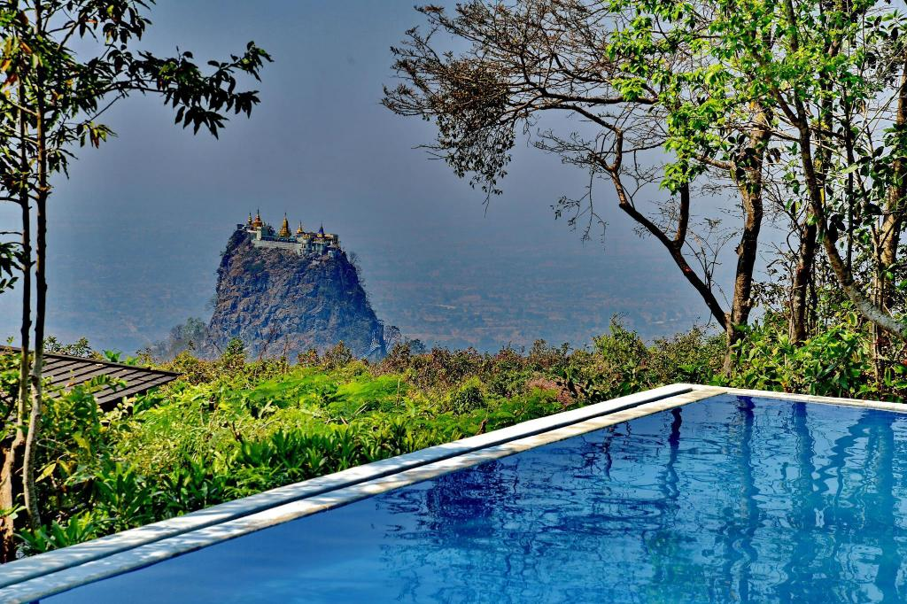 Swimming pool Popa Mountain Resort
